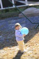 Cómo enseñar a un niño de jugar a la pelota