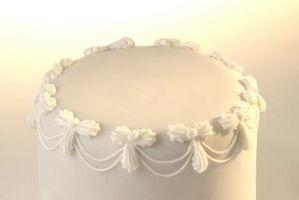 Cómo decorar un pastel de bodas con la perla Quitar el polvo