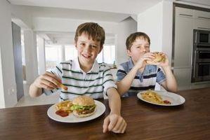 Cómo conseguir que sus hijos masticar con la boca cerrada