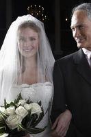 Cómo caminar por el pasillo para una ceremonia de boda