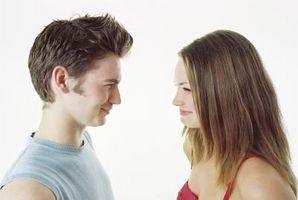 La comunicación interpersonal entre un Adolescente masculino y femenino