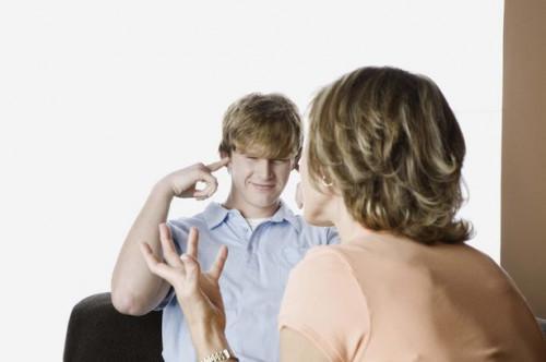 Cómo disciplinar a sus hijos adolescentes, con júbilo