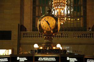 Cómo hasta la fecha un reloj Seth Thomas Mantel