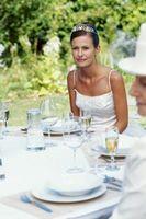 Cómo hacer sus propios cargadores de cena para celebrar bodas