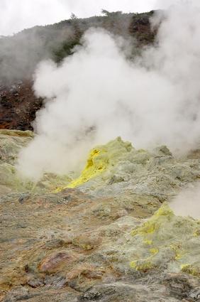 Los tipos de roca encontrado cerca erupcionado Volcanes