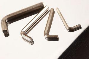 Cómo quitar un tornillo arrancadas de un Mini Invertir Sin un taladro