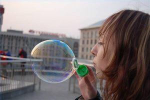 ¿Cómo se forma una burbuja de jabón?