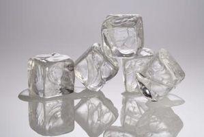 Cómo derretir el hielo con agua caliente