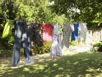 Respetuoso del medio ambiente maneras para lavar la ropa sin una máquina