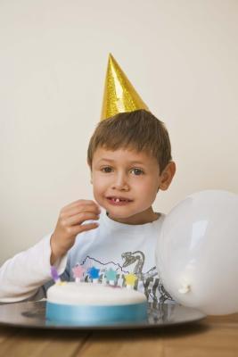 Juegos de la diversión para los cumpleaños de los niños