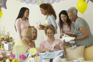 Ideas hechas en casa la cesta del regalo para un nuevo bebé