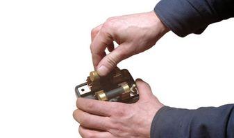 Cómo hacer un pedazo de metal en un imán de gran alcance
