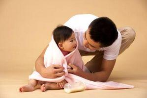 Cómo hacer un abrigo de la Cruz al frente para guardar la honda del bebé