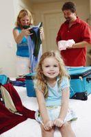 Cómo empacar la bolsa de un niño en edad preescolar para un viaje en avión