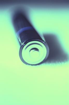 ¿Qué causa una pila alcalina de explotar?