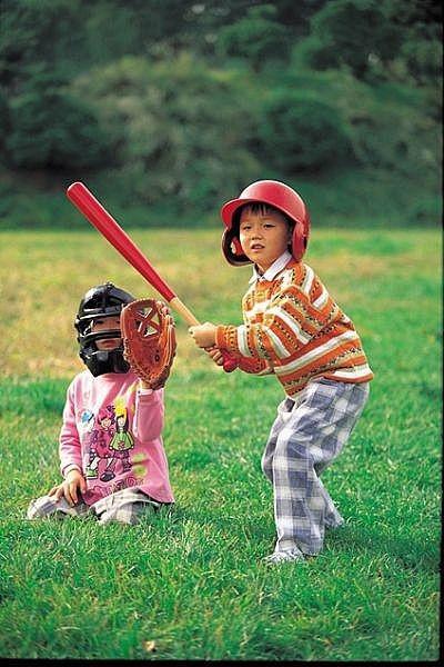 Cómo jugar juegos al aire libre para niños