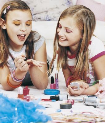Cómo organizar una fiesta de maquillaje para los preadolescentes