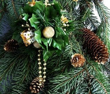 Cómo atar una punta del árbol de navidad del arco