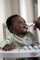 Cómo alimentar a un bebé con una cuchara