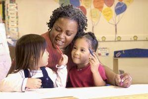 Cómo Supervisar niños en edad preescolar en el aula y en el patio