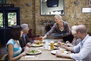 Consejos sobre chicos mayores de reuniones mujeres jóvenes