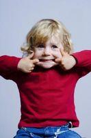 Cómo hacer que su niño deje de golpear a otros niños