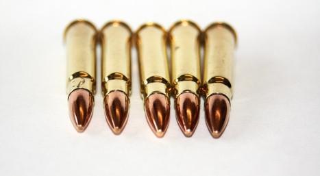 ¿Qué hacen las marcas en un proyectil de artillería significan?