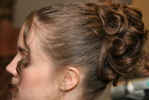 Cómo hacer un peine del pelo de cristal