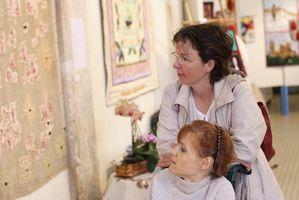 Cómo decorar con un tema del edredón de remiendo para el día de la madre