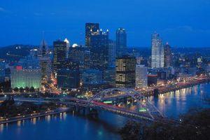 Cómo planear una noche hermoso, romántico para parejas en Pittsburgh, Pennsylvania
