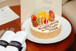 ¿Cómo planificar una fiesta de cumpleaños número 50 local a Anaheim, California?