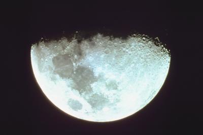 ¿Qué factores impiden total de Luna y los eclipses solares que se produzcan cada luna nueva y completa?