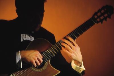 Cómo encordar Corbata Clavijas de afinación de una guitarra