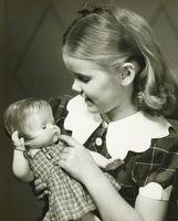 Muñecas hechas a mano del bebé en la década de 1950. Los primeros
