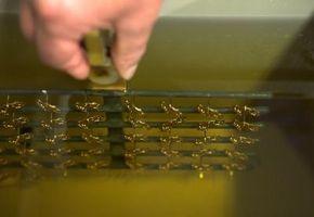 Cómo separar partículas cargadas en agua