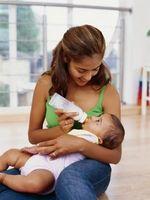 Cómo obtener burbujas de aire de la botella de un bebé