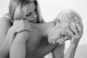 Cómo calmar a su novio hacia abajo si está pasando por Rough veces con la familia