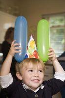 Cómo decorar una invitación del cumpleaños