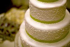 Cómo hacer su propio pastel de boda simple