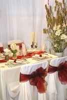 Decoración de mesa y silla para una boda