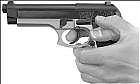Cómo cargar un arma de mano semi-automática