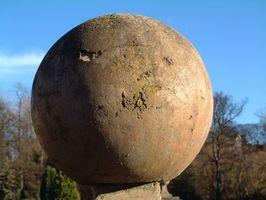 ¿Cómo puedo calcular la densidad de una esfera?