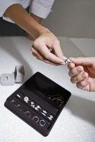 Cómo obtener una gran cantidad en un anillo de compromiso de diamante certificado