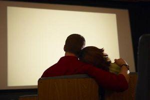 Cómo configurar un proyector y una película exterior como una sorpresa