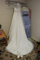 Como para el dobladillo de un vestido de novia con el caballo del ajuste del pelo